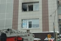 Из этого окна прыгнули женщины.