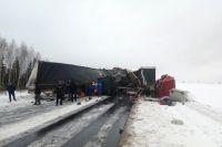 Два грузовика столкнулись на трассе 17 января.