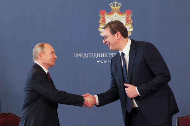 У Путина и Вучича запланированы переговоры, состоящие из двух раундов. Сначала президенты побеседуют в узком составе, затем к ним присоединятся члены российской и сербской делегаций.