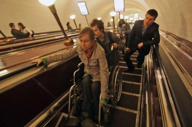 В Киеве две станции метро обустроят для людей с инвалидностью