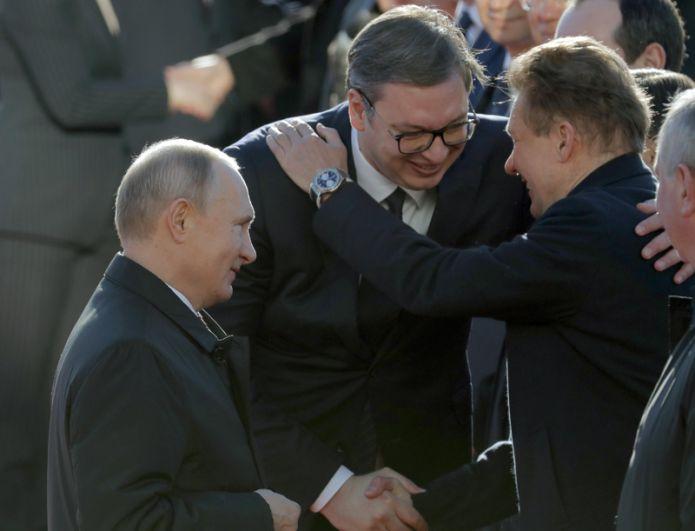 Владимир Путин, Александр Вучич и генеральному директору компании «Газпром» Алексей Миллер во время официальной встречи в Белграде.