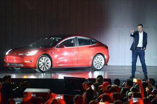 Илон Маск на презентации Tesla.