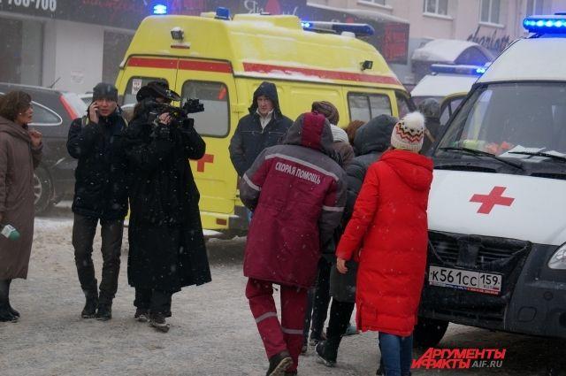 После того, как женщине помогли выбраться из горящего офиса, на скорой её увезли в родильное отделение.