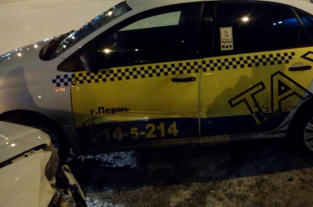 Согласно данным «РБК», таксисты попадают в аварии в шесть-семь раз чаще обычных водителей.