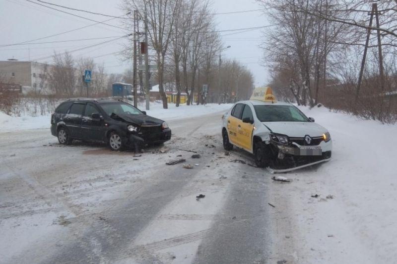 В начале года сотрудники ГИБДД провели рейд, в ходе которого у автомобилей такси выявлены десятки неисправностей.