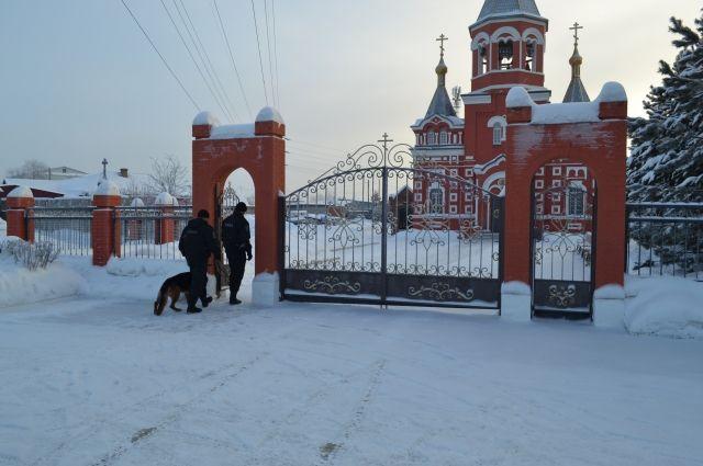 Омские росгвардейцы обследовали храмы перед крещенскими службами