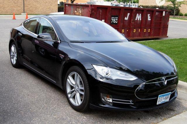 Tesla отзовет из Китая более 14 000 автомобилей