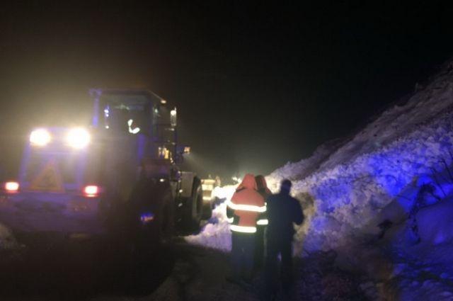 В Закарпатской области снежная лавина перекрыла трассу Мукачево-Львов