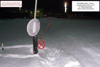 Место смертельной аварии: металлический столб, в который врезался водитель на снегоходе.