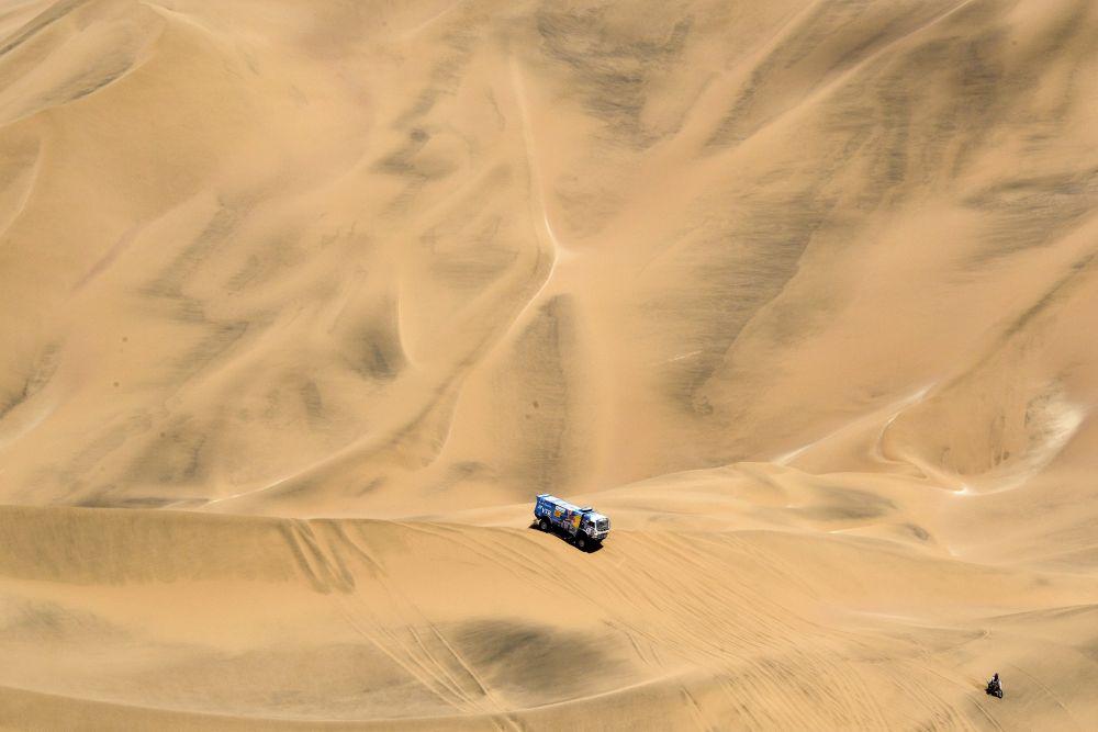 Гонки по песчаным барханам заняли 70% времени. Не все команды были к этому готовы.