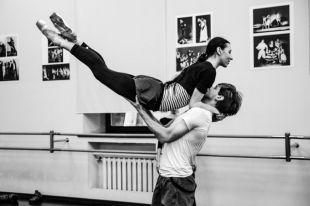 Главную партию на премьере будет танцевать премьер Мариинского театра Владимир Шкляров и прима САТОБ Ксения Овчинникова.