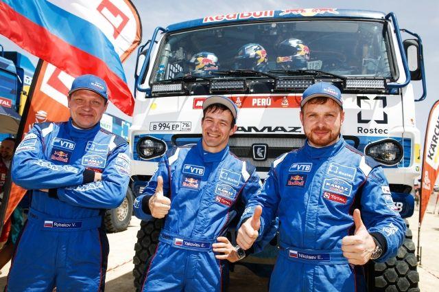 Справа налево: Эдуард Николаев, Евгений Яковлев и Владимир Рыбаков