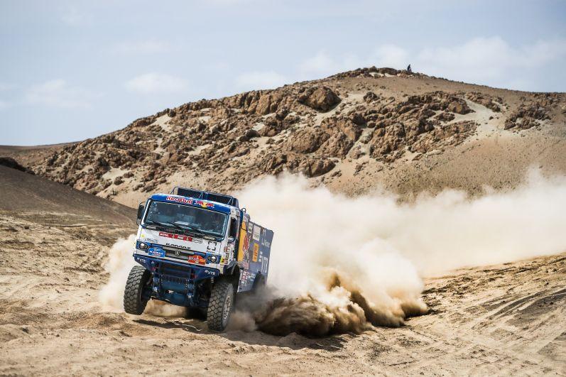 Всего на старт «Дакара-2019» вышло 334 спортивных экипажа из 61 страны, в том числе 41 спортивный грузовик.
