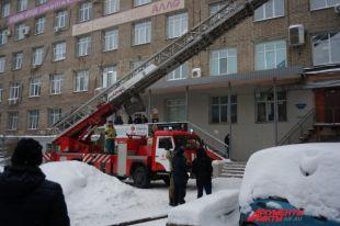 50 человек эвакуировали из горящего здания.