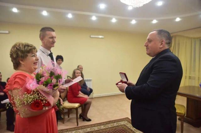 В ЗАГСе Тазовского района зарегистрировали первый брак в 2019 году