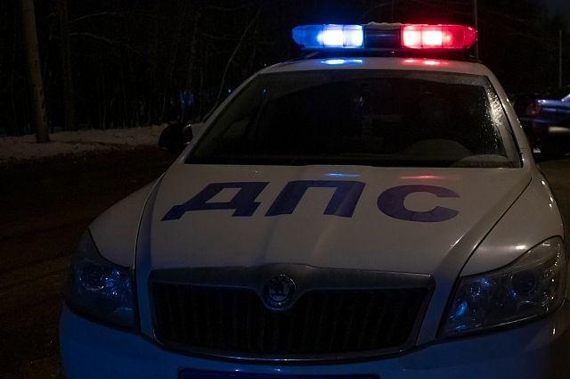 В Тюменской области на трассе перевернулся автомобиль