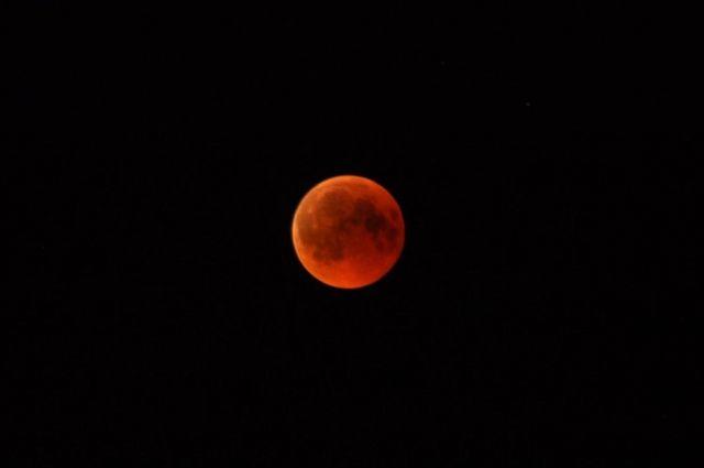 Красная Луна бывает два-три раза в год.