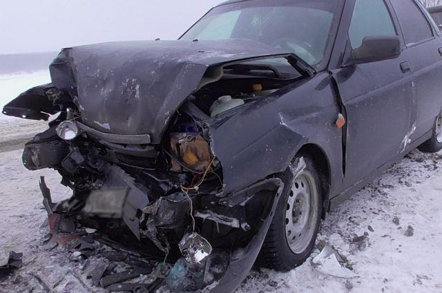 Оба водителя и 24-летняя пассажирка LADA Priora получили травмы.