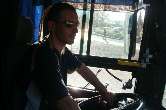 В чистом автобусе и водителю приятнее работать.