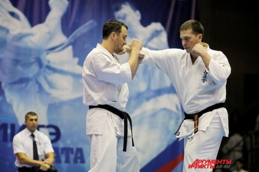 Чемпионат СФО в ката проходил в следующих весовых категориях: среди мужчин – 60, 70,80, 90 кг, среди женщин – 65 кг.