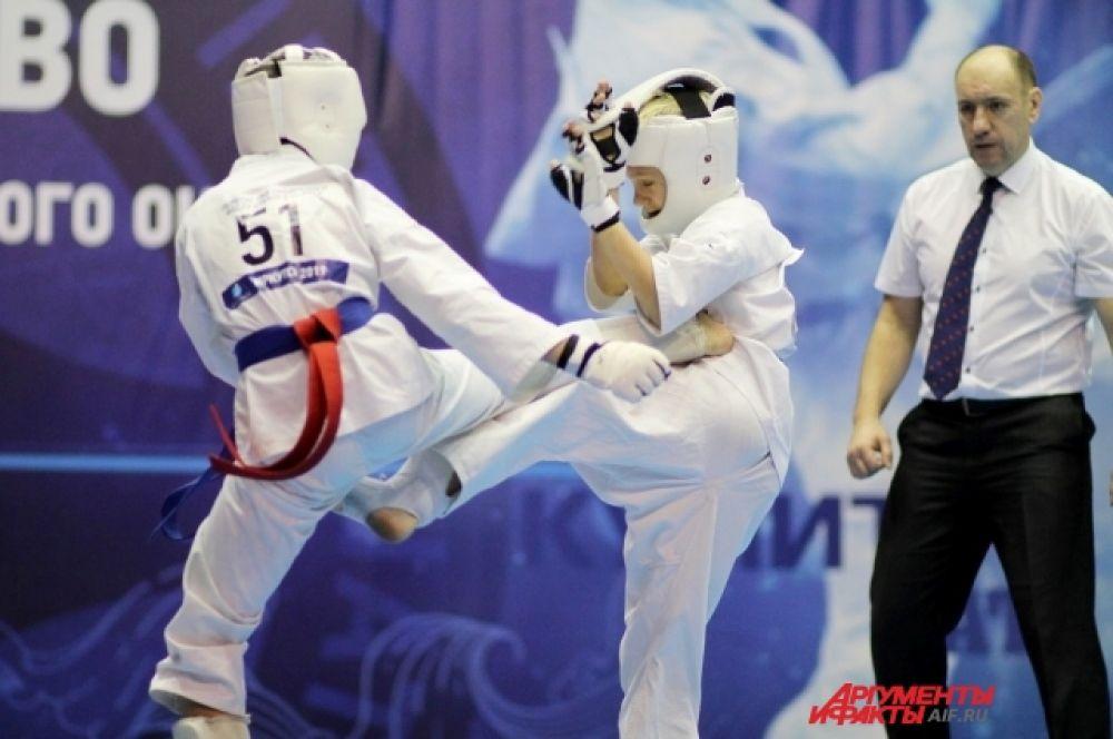 Среди сильнейших представителей киокушина Сибирского федерального округа разыграли 55 комплектов наград, из них 45 комплектов на первенстве и 10 на чемпионате.