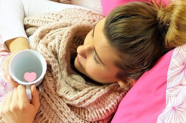 Грипп всегда развивается стремительно. Уже в первый день болезни появляется высокая температура 39-40 градусов, которая может держаться до трёх-четырёх суток.