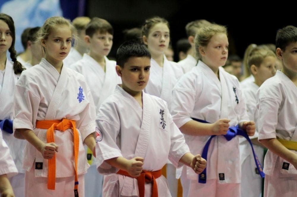 В состав сборной Иркутской области вошли 146 бойцов, из них 121 спортсмен принял участие в первенстве СФО и 25 человек – в чемпионате.