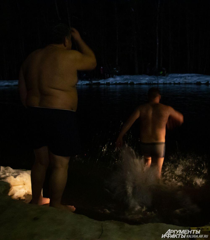 Большинство заходило посетителей Сероводородных озёр заходило непосредственно в водоём.
