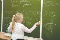 Многие родители недовольны, что дети вынуждены учиться шесть дней в неделю.