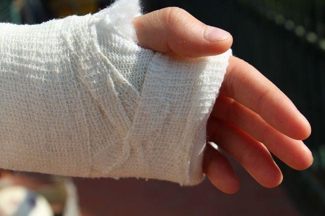 Тюменец потерял сознания на улице, поскользнувшись и сломав руку