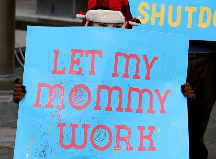 «Позвольте маме работать».