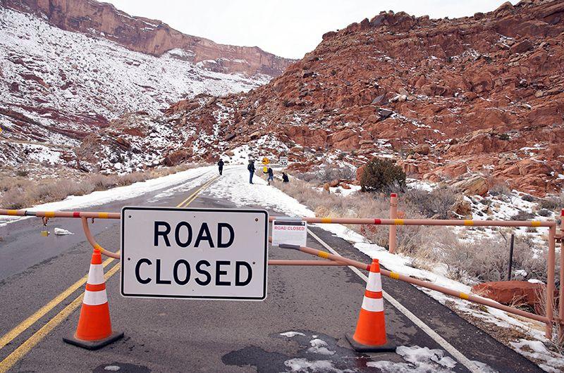 Закрытая дорога в Национальном парке Арчес, штат Юта.