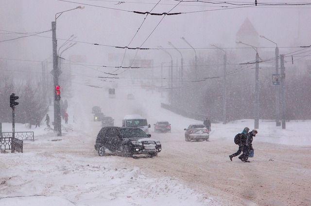 В Оренбургской области прогнозируется сложная обстановка на дорогах из-за ветра и метели.