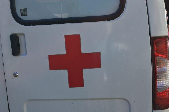 В машине медиков получил ушибы 23-летний пассажир.