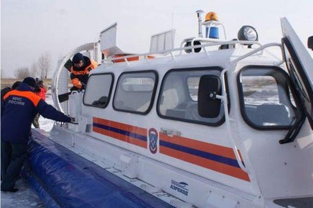 Спасатели эвакуировали 18 рыбаков из Охотского моря.