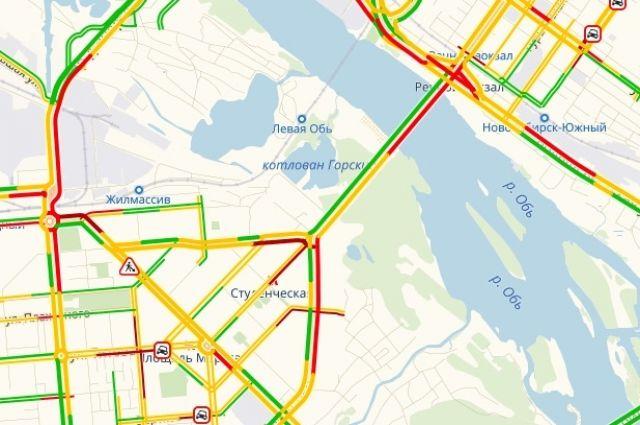 Движение на многих дорогах было плотным.
