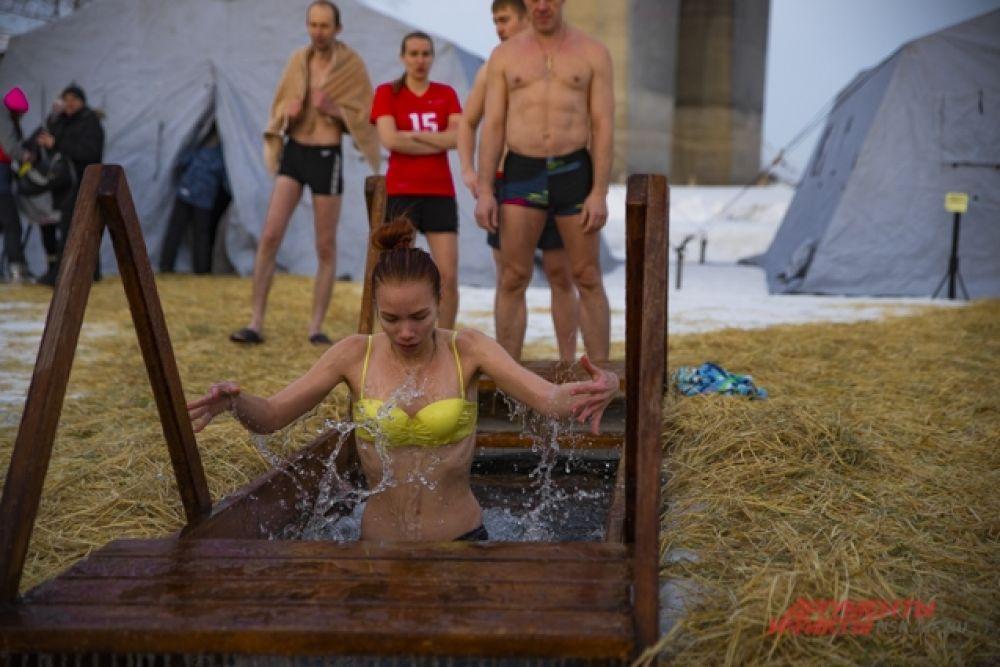 Сибирячки не отставали от мужчин.