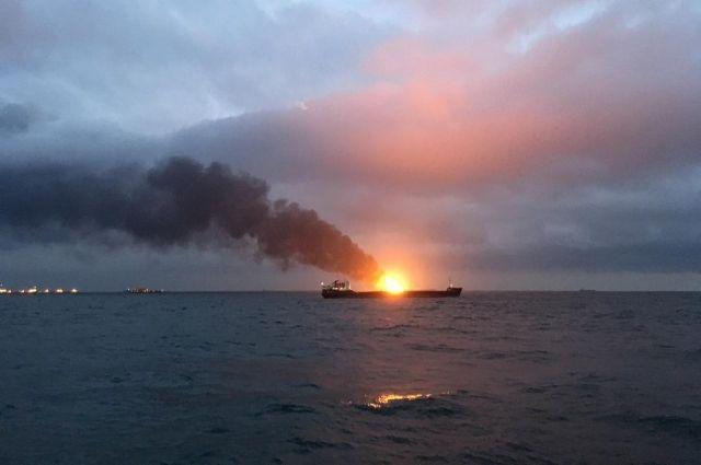 В результате пожара на судах в Керченском проливе погибли 10 человек
