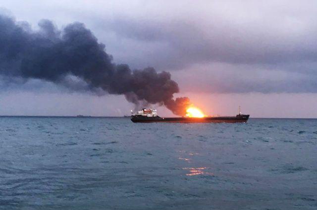 Спасатели ждут полного выгорания газа на кораблях в Черном море
