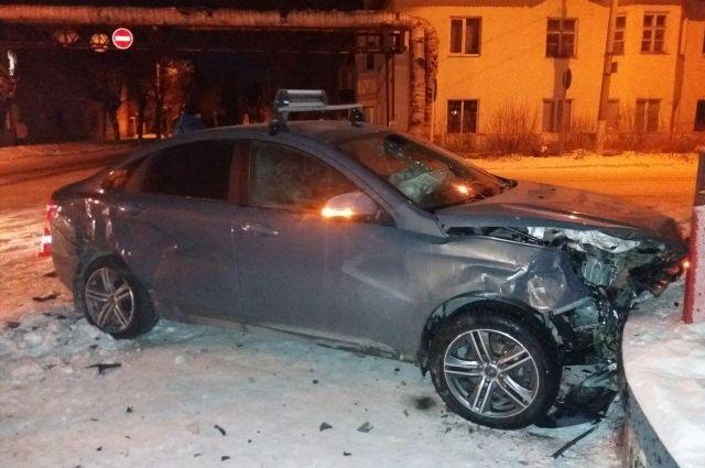 В аварии в Орске пострадал 7-летний ребенок.
