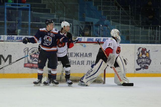 Оренбургские «Сарматы» уступили на домашнем льду «Кузнецким медведям»