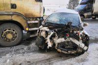 В автомобильной аварии столкнулись три автомобиля: Lifan, Toyota и MAN с полуприцепом.
