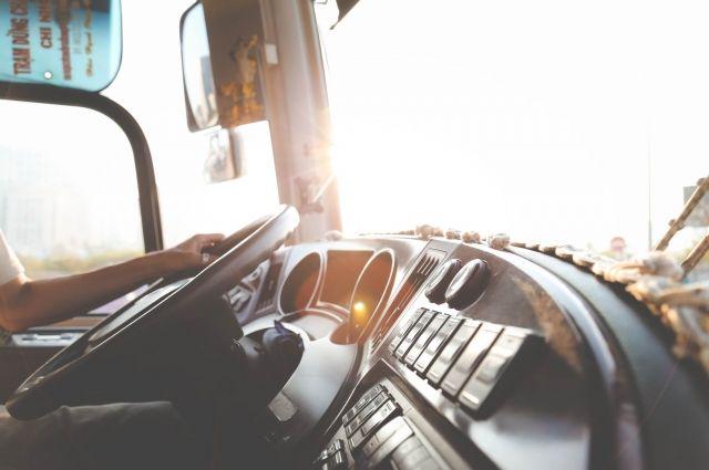 В РФ могут начать регулировать использование нейрокепок для водителей