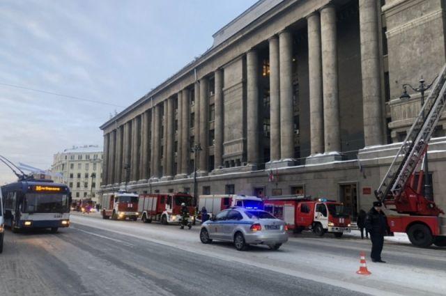 В Петербурге из горящего здания суда эвакуировали 100 человек