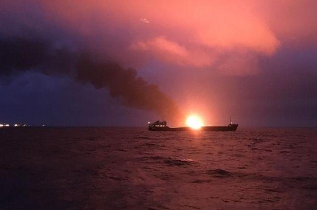 Число погибших при пожаре на судах в Черном море выросло до 14 человек