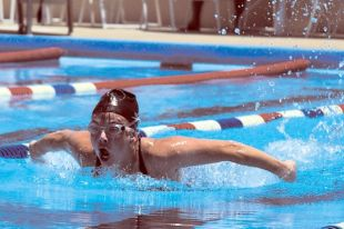 В Тюмени прошли соревнования среди профессиональных и начинающих пловцов