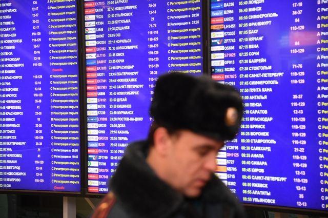 Пассажир, из-за которого экстренно сел самолет, находится на борту - СМИ