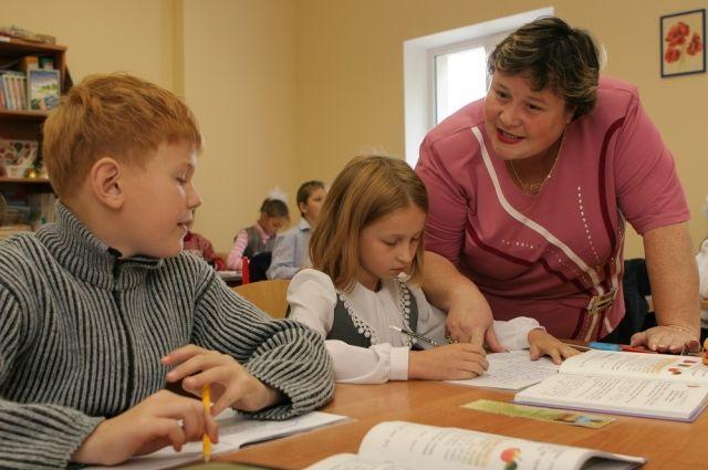 Почти 2,5 млн рублей получили самые результативные педагоги края.