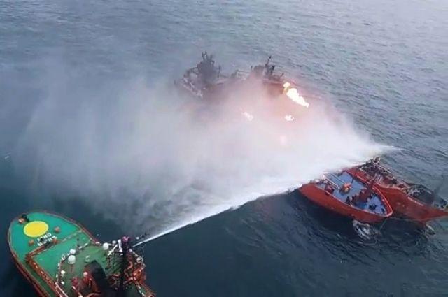 Течение вынесло горящие вЧерном море корабли кберегамРФ