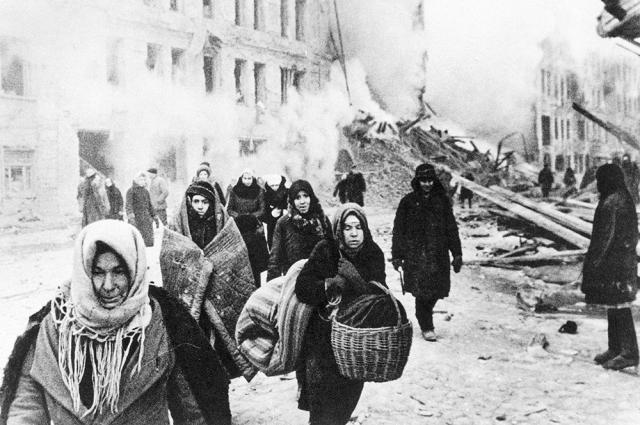 Фашисты нещадно бомбили и жилые кварталы.